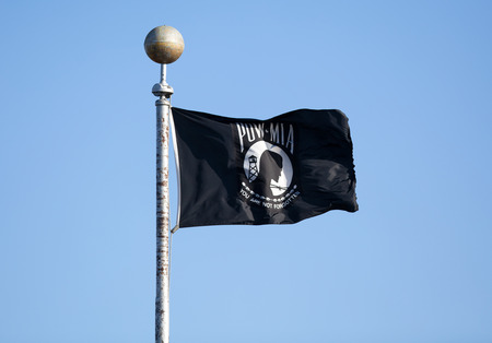 Prisioner of War Missing in Action POW MIA zwarte vlag. Stockfoto