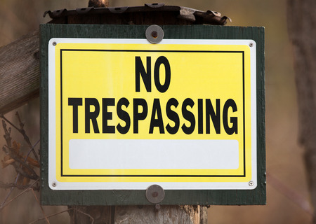 no trespassing: Ninguna muestra de violaci�n a la propiedad privada con espacio para el texto.