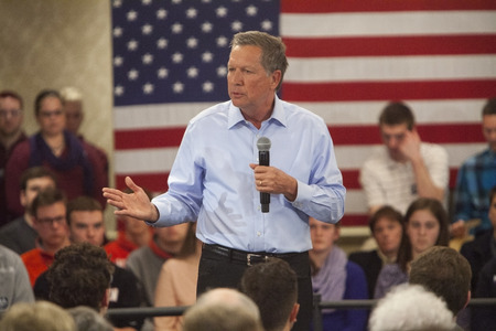 madison: MADISON, WIUSA - March 28, 2016: Republican presidential candidate John Kasich speaks to a group of supporters during a town hall event before the Wisconsin presidential primary in Madison, Wisconsin.