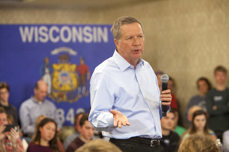 madison: Madison, . 28th March, 2016. Republican presidential candidate John Kasich speaks to a group of supporters during a town hall event before the Wisconsin presidential primary in Madison, Wisconsin. ©2016 Julia Hansen Alamy Live News Editorial