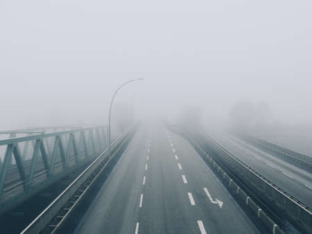 Road disappears into fog 版權商用圖片
