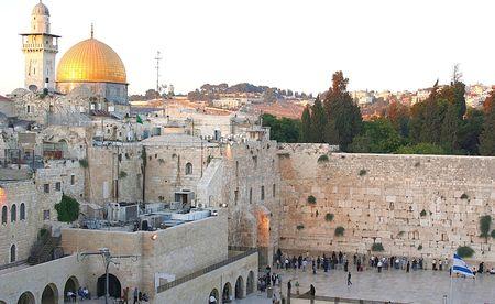 Une vue du b�ti de temple � J�rusalem, y compris le mur occidental et le d�me dor de la roche.