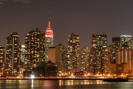 Manhattan skyline and the Empire State Building at Night Stock fotó