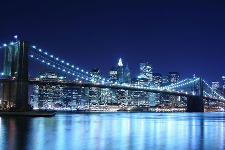 Brooklyn Bridge and Manhattan skyline At Night Imagens
