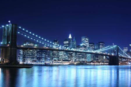 Pont de Brooklyn et Manhattan dans la nuit  Banque d'images
