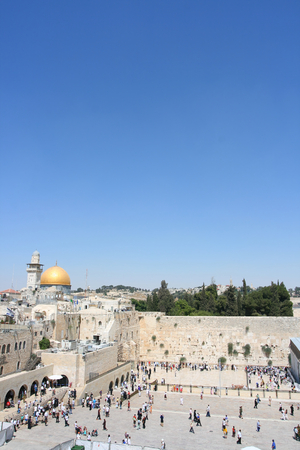 prayer tower: Una vista del supporto del tempiale a Gerusalemme, compreso la parete occidentale e la cupola dorata della roccia.