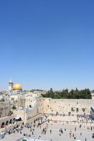 Widok na Górę Świątyni w Jerozolimie, w tym zachodniej ścianie i złote Kopuła Skała.