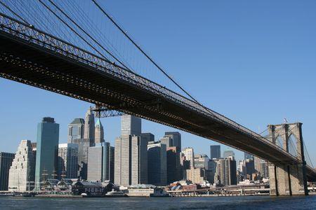 Puente de Brooklyn y Manhattan horizonte azul claro en un día Foto de archivo - 3558172