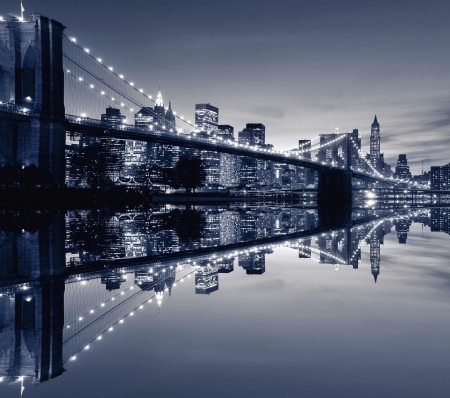 brooklyn: Brooklyn Bridge and Manhattan skyline At Night, New York City