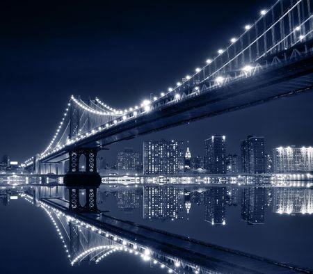 Manhattan Bridge and Manhattan skyline At Night Stock fotó