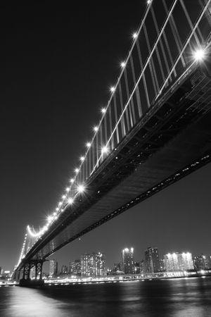 popular: Manhattan Bridge and Manhattan skyline At Night LANG_EVOIMAGES