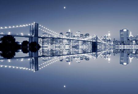 Brooklyn Bridge and Manhattan skyline At Night Stock Photo - 4679637