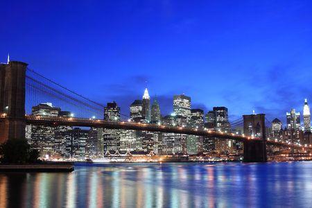 Brooklyn Bridge and Manhattan skyline At Night, New York City Stock Photo - 4900600