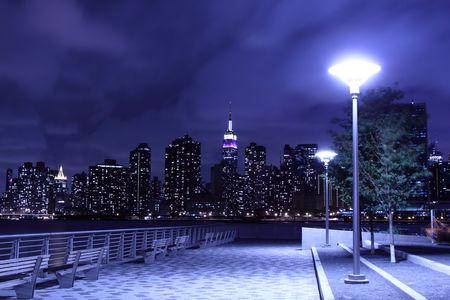 Horizonte de Midtown Manhattan en Night Lights, Nueva York  Foto de archivo