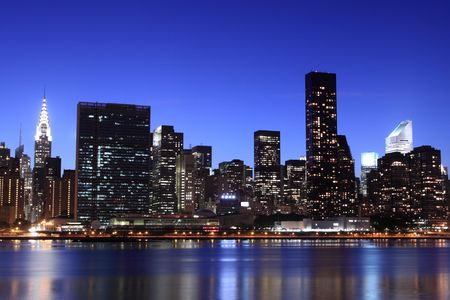 New York City skyline in de nacht verlichting, Midtown Manhattan
