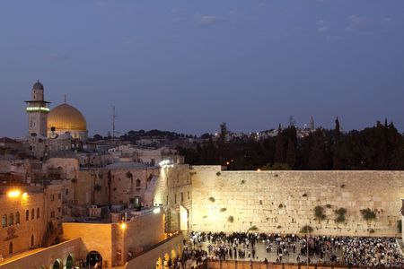 holy land: The Temple Mount in Jerusalem, including the Western Wall and the golden Dome of the Rock at Night