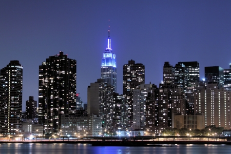 new york notte: Skyline di New York City a Night Lights, Midtown Manhattan  LANG_EVOIMAGES