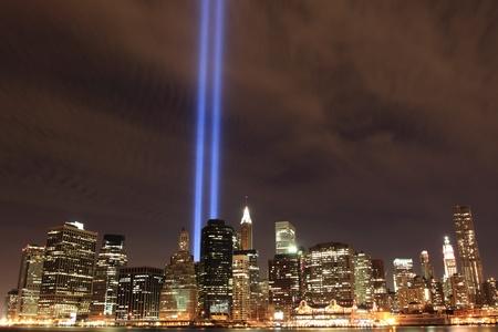 낮은 맨해튼 스카이 라인 밤에 빛의 타워, 뉴욕시 스톡 콘텐츠
