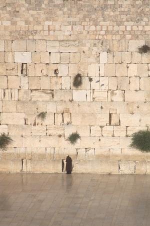 Een joodse man, die bidt bij de Westelijke Muur, Kotel, Jeruzalem Israël Stockfoto