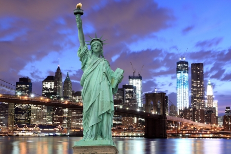 new york skyline: Brooklyn Bridge and The Statue of Liberty at Night, New York City LANG_EVOIMAGES