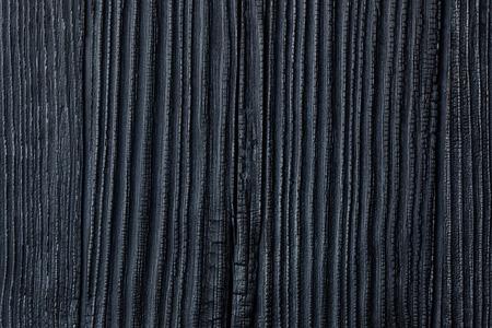 Nero bruciato & Legno carbonizzato, cedro o Pine House Siding sfondo, giapponese Yakisug Shou Sugi Ban Legna Conservazione tecnica che mette in evidenza la venatura del legno e lo protegge dagli insetti e Rotting Archivio Fotografico - 48328329