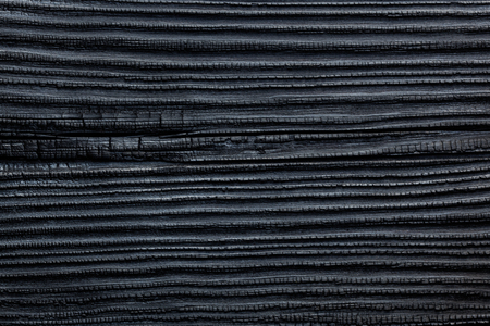 Black Burned & Charred Wood, Cedar Or Pine House Siding Background, Japanese Yakisug Shou Sugi Ban Fire Wood Preservation Technique Which Brings Out The Grain Of The Wood And Protects It From Insects & Rotting Archivio Fotografico