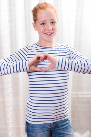 silhouette coeur: Portrait teenage girl forming heart shape with hands Banque d'images