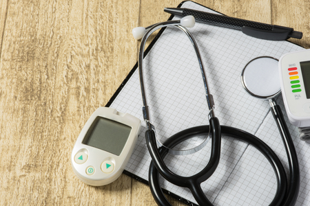 stethoskope: stethoskope on wooden desk with blood pressure measurement copy space Stock Photo
