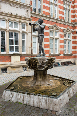 Statue of the Pied Piper of Hamelin in the old town