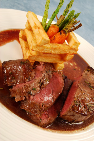 wine sauce: Fillet of beef with rosemary, wine sauce, thick cut fries and vegetables