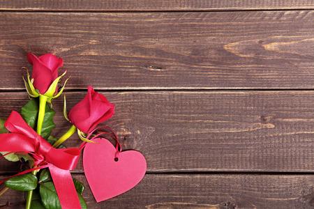 Valentine rosas con etiqueta de regalo