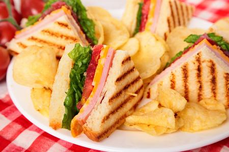 potato crisps: Summer picnic club sandwich ham and cheese, potato crisps