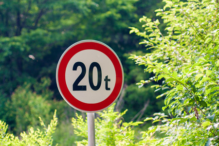 Weight limit on road sign