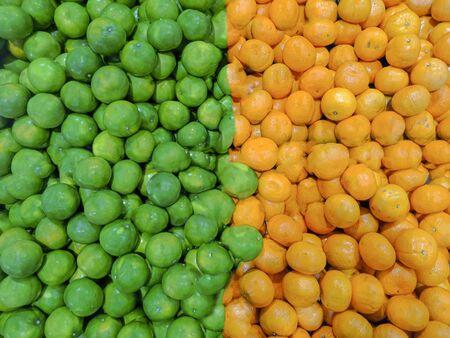 Green lemon and yellow Orange, Half of green and yellow Stockfoto