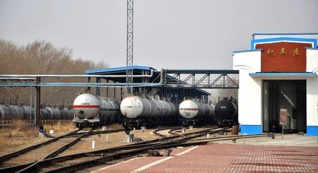 chemical plant: Chemische fabriek tank spoorweg Redactioneel