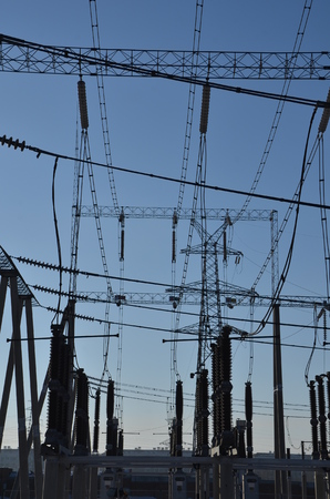 transmission line: Electric power transmission line
