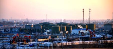 storage tank: Oil storage tank