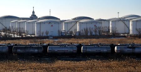 storage tanks: Oil storage tanks