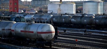 storage tanks: Railway tank car oil storage tanks Editorial