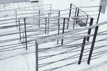 handrails: Stainless steel handrails are installed on the walls and steps