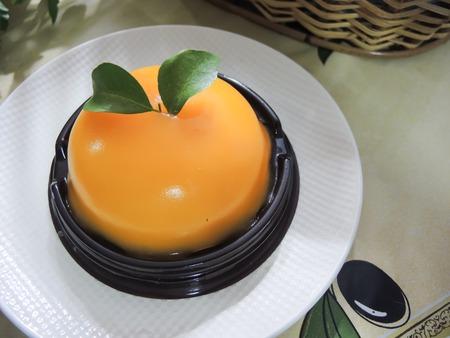 tort: Cake with orange mousse