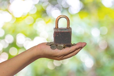chainlinks: Saving money concept