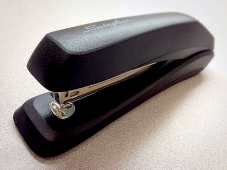 engrapadora: Closeup of a stapler
