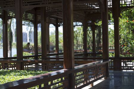 The zigzag Colonnade along the lake in Chinese style garden 版權商用圖片