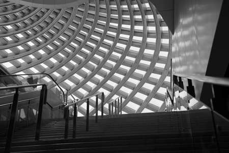 The dome and stairs of the waiting hall of Tianjin Binhai High-speed Railway Station 新聞圖片