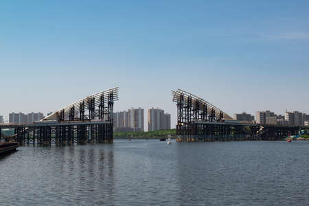 The unfinished bridge over the Haihe River in Tianjin Binhai New Area 新聞圖片