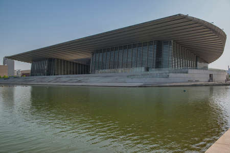 Modern glass curtain wall building in the city built by the lake 新聞圖片