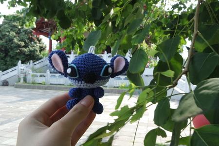 stitch: Stitch travels to Watugong Temple