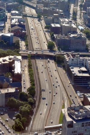 schlagbaum: Luftaufnahme der Autobahn I-90, Massachusetts Turnpike, Boston, USA