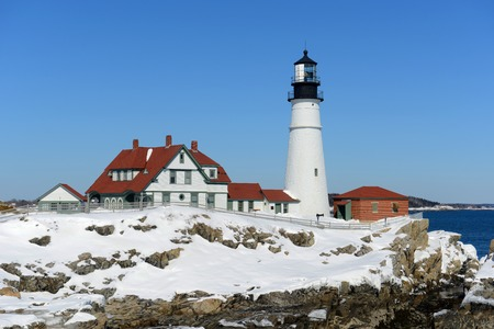 lighthouse keeper: Portland Head Lighthouse and keepers house in winter, Cape Elizabeth, Maine, USA
